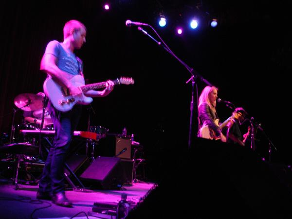 Liz Phair at the Fillmore, June 23rd, 2008 / photographed by Ken Lee / Mesmerizing
