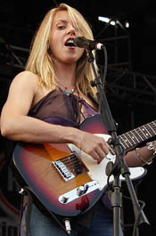 Liz Phair is a hot female guitarist